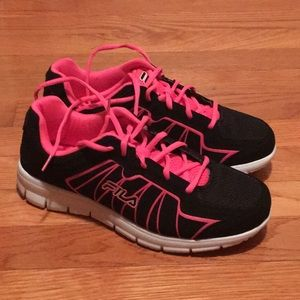 New Fila black and hot pink size 7 1/2 or 7